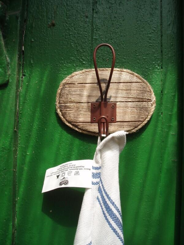 Towel or coat hooks made of driftwood | Haack am Markt
