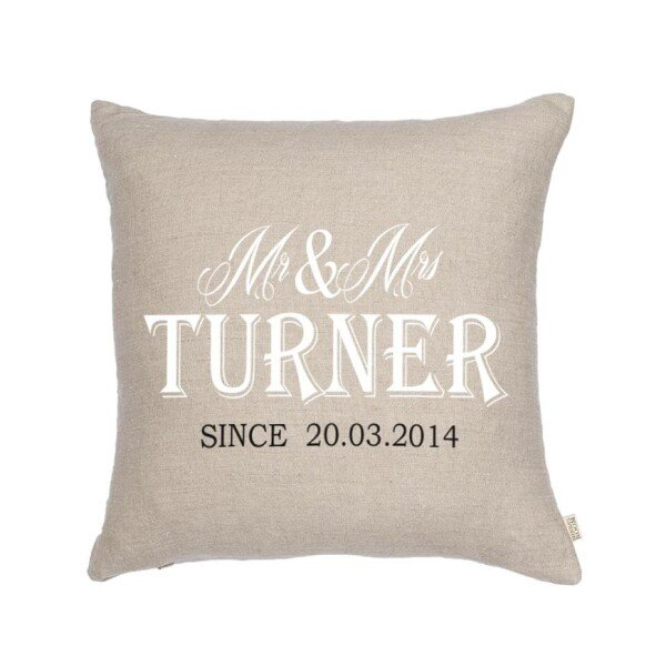 Personalized Mr and Mrs wedding pillow | Minna's Room