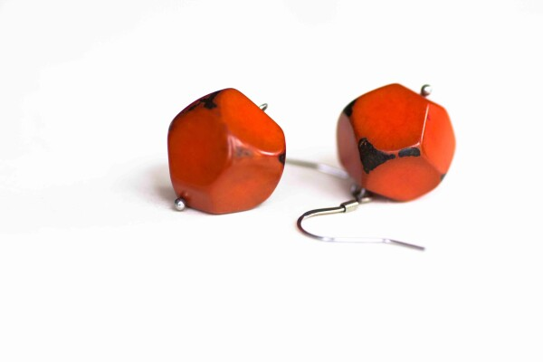 Earrings made of nut in the the Polymorph form | Bizar_Cologne
