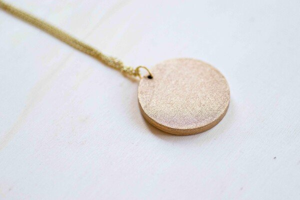 Medal necklace made of wood | Bizar_Cologne