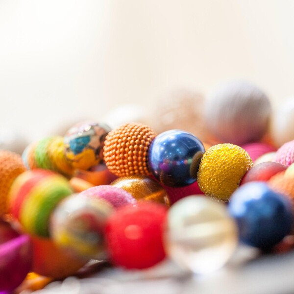 Short pearl necklace New Bowls Multicolor made of a fine material mix | Perlenmarkt