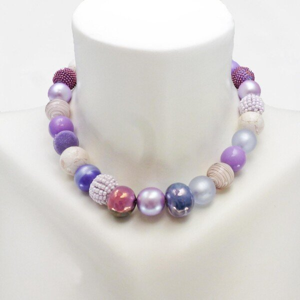 Short Pearl Necklace New Bowls Light Violet made of a fine material mix   Perlenmarkt