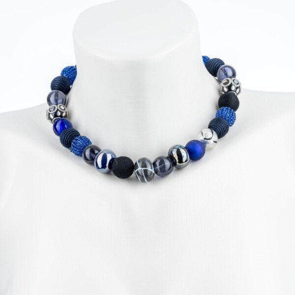 Short pearl necklace New Bowls Black Blue made of a fine material mix   Perlenmarkt