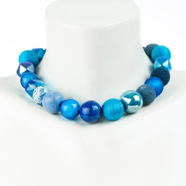 Short pearl necklace Bollywood Capriblau made of a fine material mix   Perlenmarkt