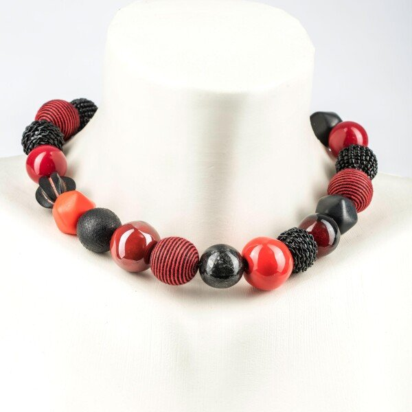 Short pearl necklace Bollywood red-black made of a fine material mix   Perlenmarkt