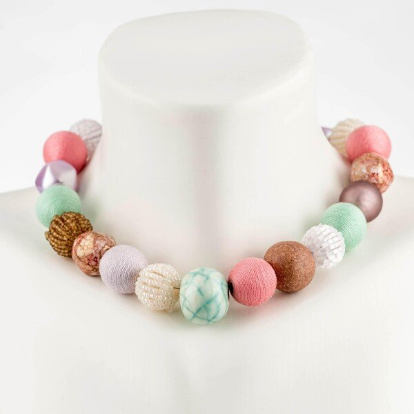 Short pearl necklace Bollywood Fusion made of a fine material mix   Perlenmarkt