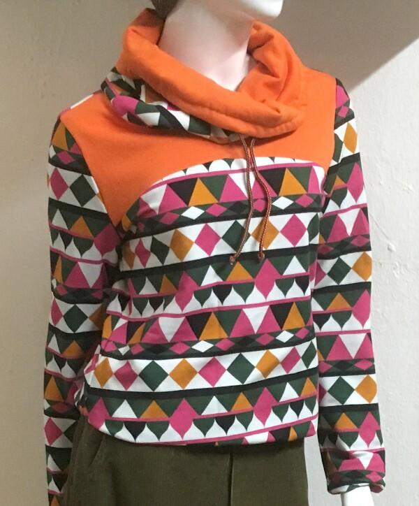 Retro pattern sweatshirt size S   Eva Brachten Modedesign