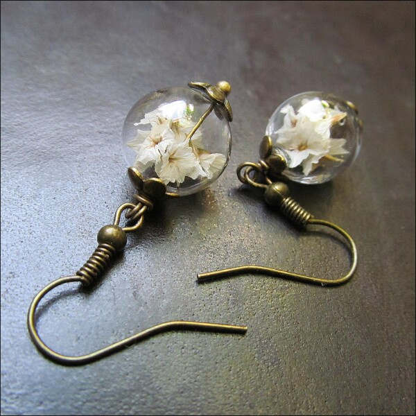 Long earrings with real white flowers in glass | Carol and Me