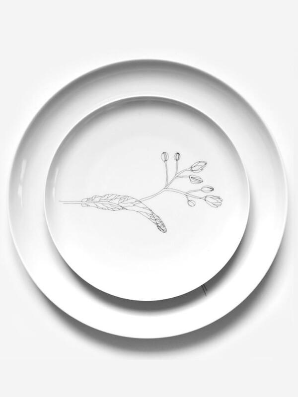 Porcelain dessert plate with linden tree design | Lipa store
