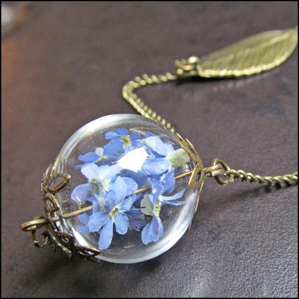 Long necklace with genuine forget-me-not flowers | Carol and Me