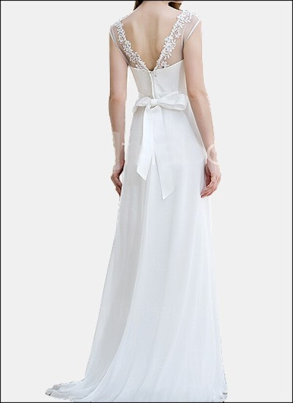 Simple sheath wedding gown with back cutout | Lafanta | Abend- und Brautmode