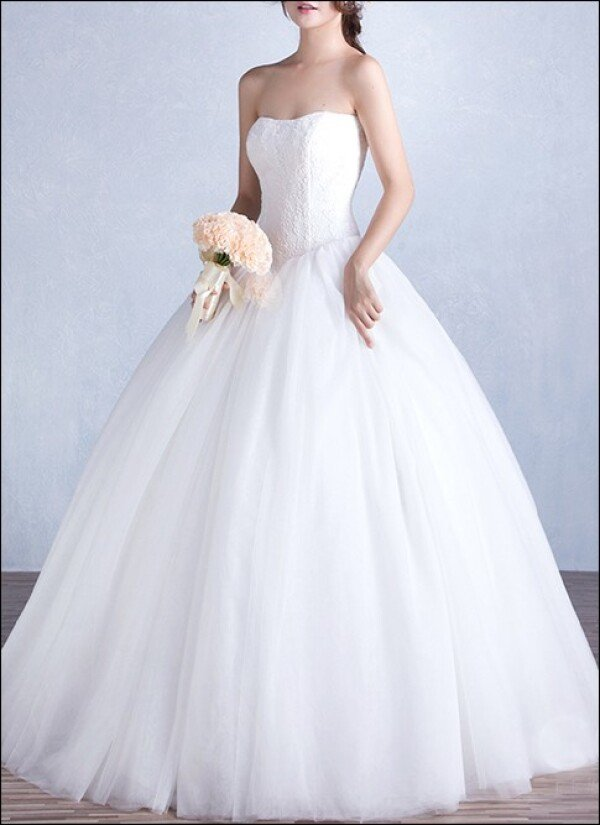 Elegant wedding dress with bodice and tulle skirt | Lafanta | Abend- und Brautmode