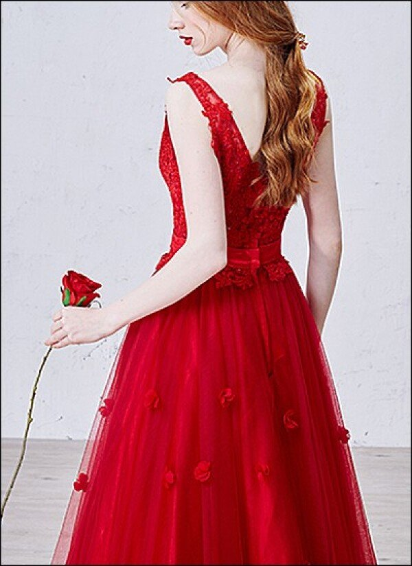 Red wedding dress ball gown with lace and V-neck | Lafanta | Abend- und Brautmode