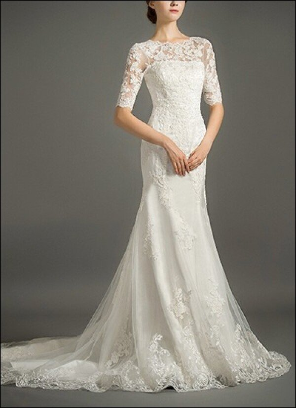 Mermaid lace wedding dress with sleeves and buttons | Lafanta | Braut- und Abendmode