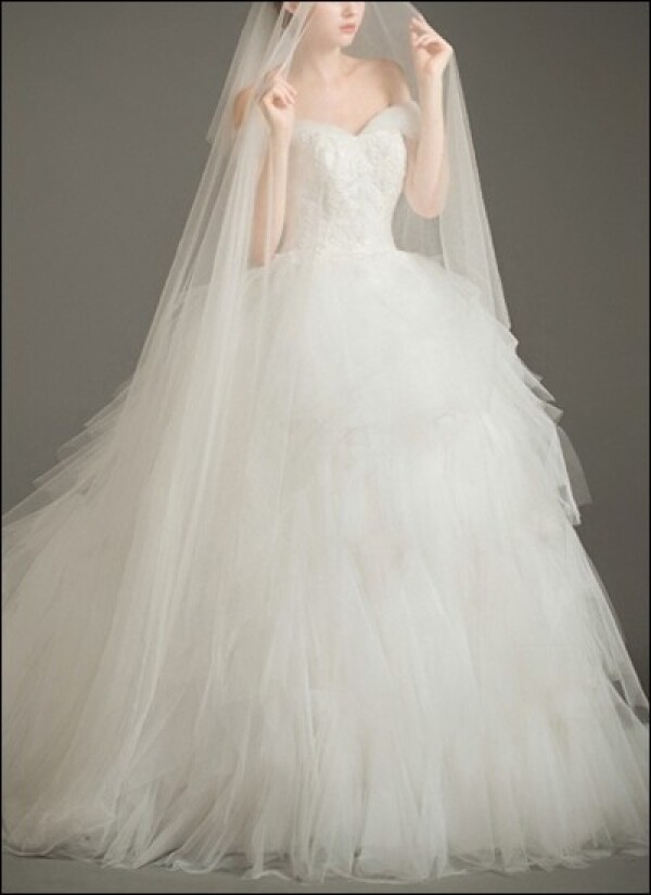 Princess wedding dress with voluminous tulle skirt | Lafanta | Braut- und Abendmode