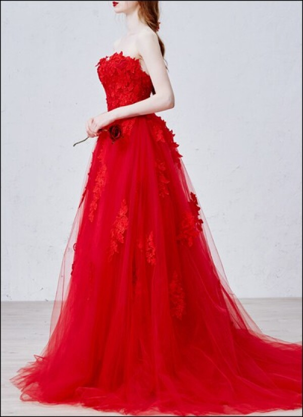 Romantic wedding dress with lace in red | Lafanta | Abend- und Brautmode