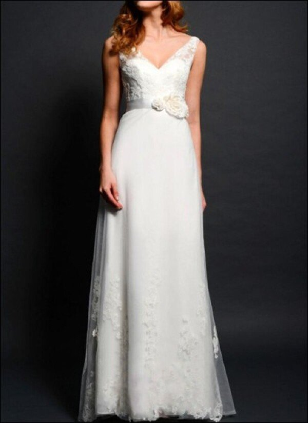 Wedding dress lace v-neck  | Lafanta | Abend- und Brautmode