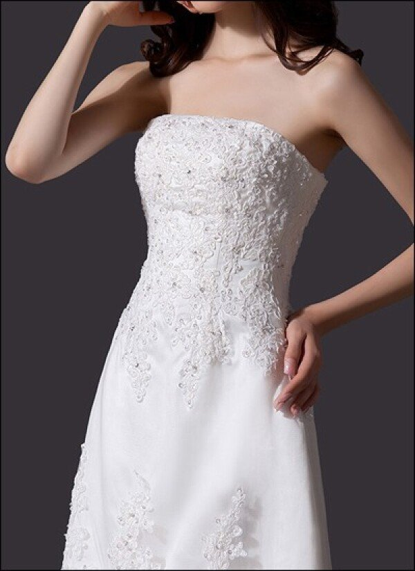 Elegant wedding dress with lace train | Lafanta | Braut- und Abendmode