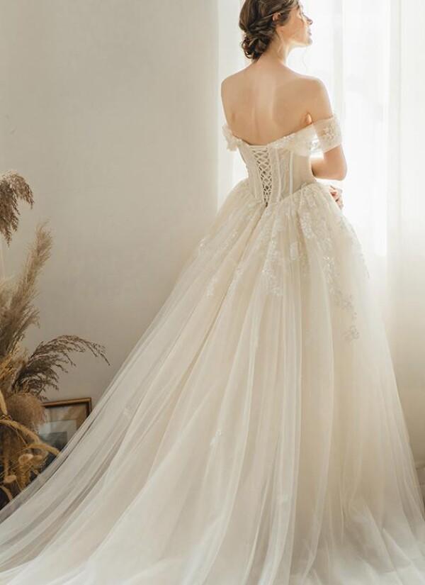 Princess wedding dress with straps   Lafanta   Braut- und Abendmode