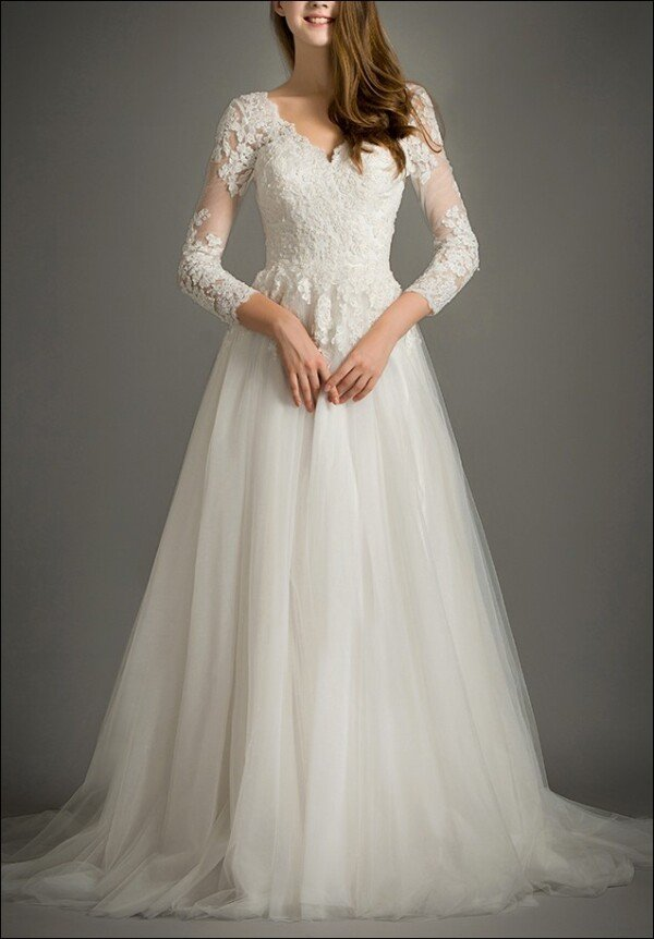 Lace wedding dress with sleeves and tulle skirt | Lafanta | Abend- und Brautmode