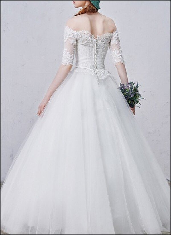 Princess wedding dress with 3/4 sleeves and lace | Lafanta | Abend- und Brautmode