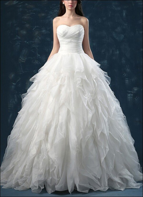 Princess wedding dress with flounces and sweetheart | Lafanta | Abend- und Brautmode