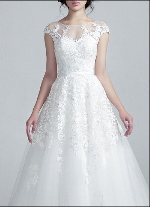 Duchesse wedding gown with lace sleeves | Lafanta | Abend- und Brautmode