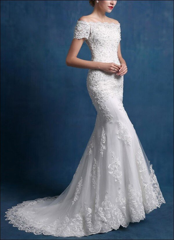 Mermaid-cut with sleeves and lace wedding gown by Lafanta | Abend ...