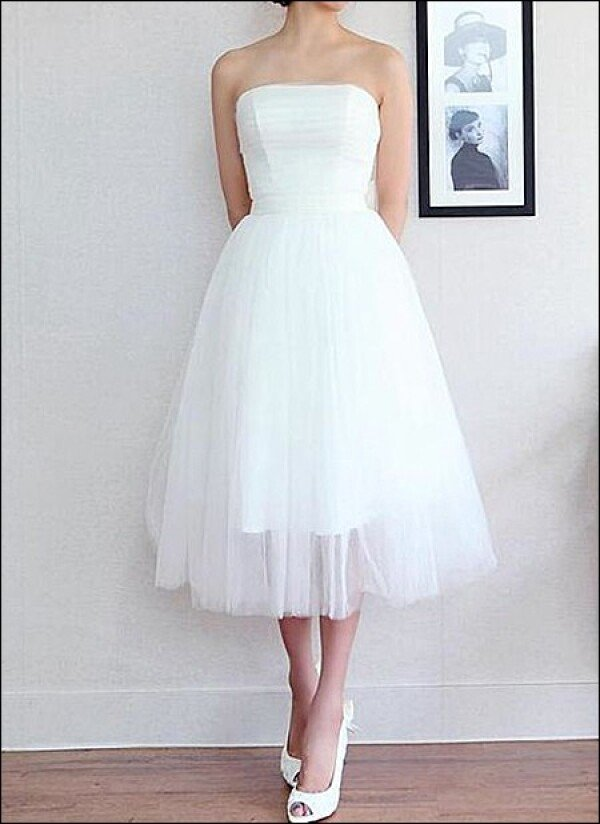 Simple tulle wedding dress for the Office tea | Lafanta | Abend- und Brautmode