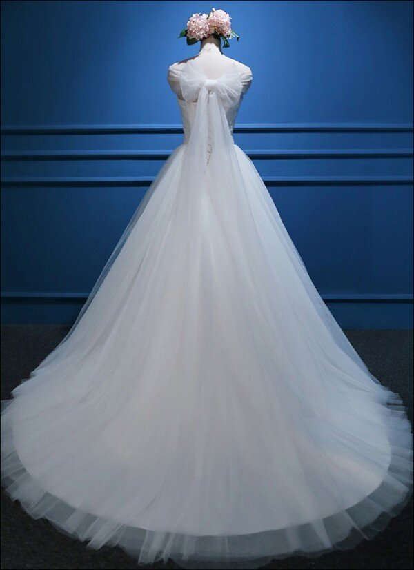 Duchesse wedding dress in fine tulle with straps | Lafanta | Abend- und Brautmode