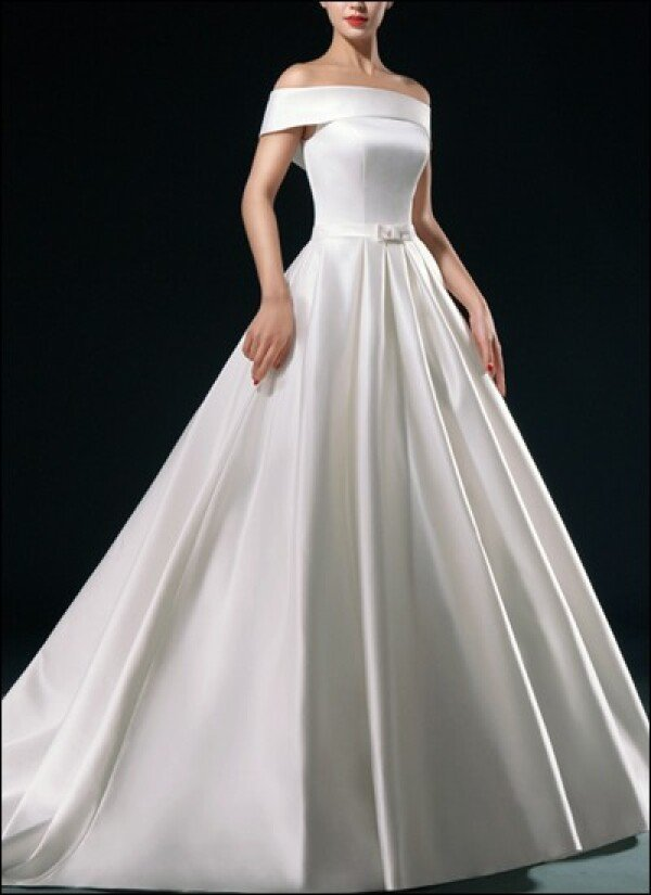 Classic wedding dress with U-boot cut-out | Lafanta | Abend- und Brautmode
