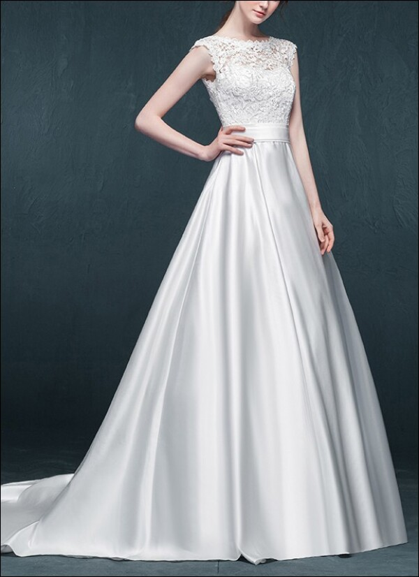 Romantic wedding dress made of satin with lace  | Lafanta | Abend- und Brautmode
