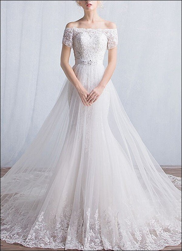 Mermaid wedding dress with sleeves and train | Lafanta | Braut- und Abendmode
