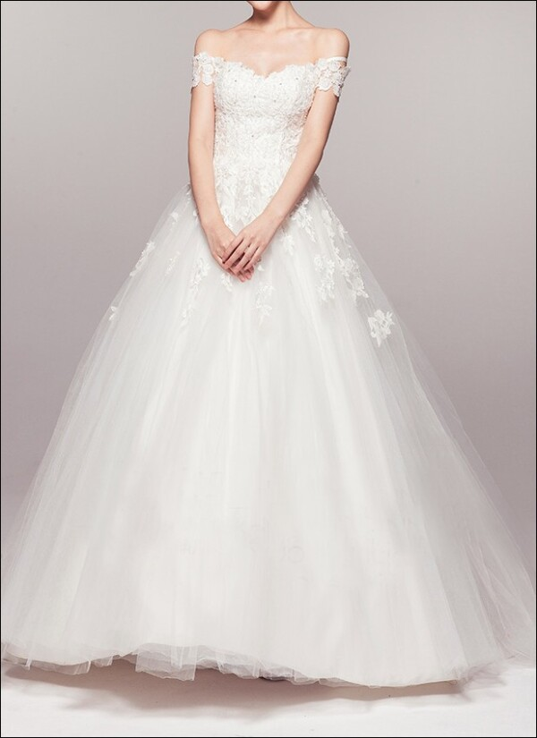 Princess wedding dress with lace and carriers  | Lafanta | Abend- und Brautmode