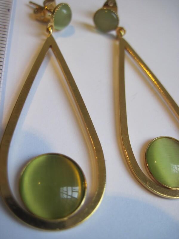 vergoldete Schlaufenohrringe mit Cateye | mancherlei