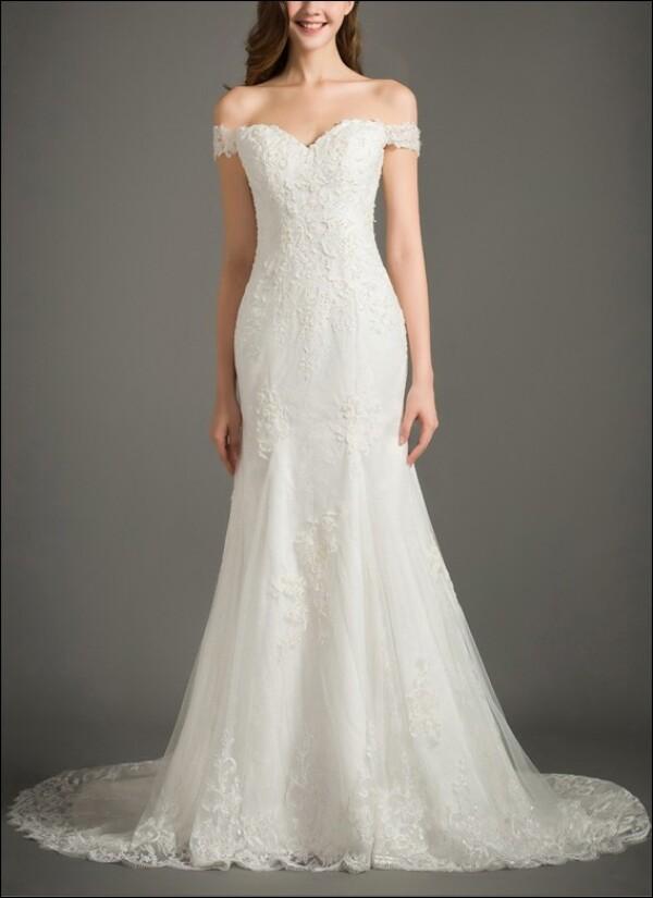 Brautkleid aus Spitze mit Carmen-Ausschnitt von Lafanta | Abend- und ...