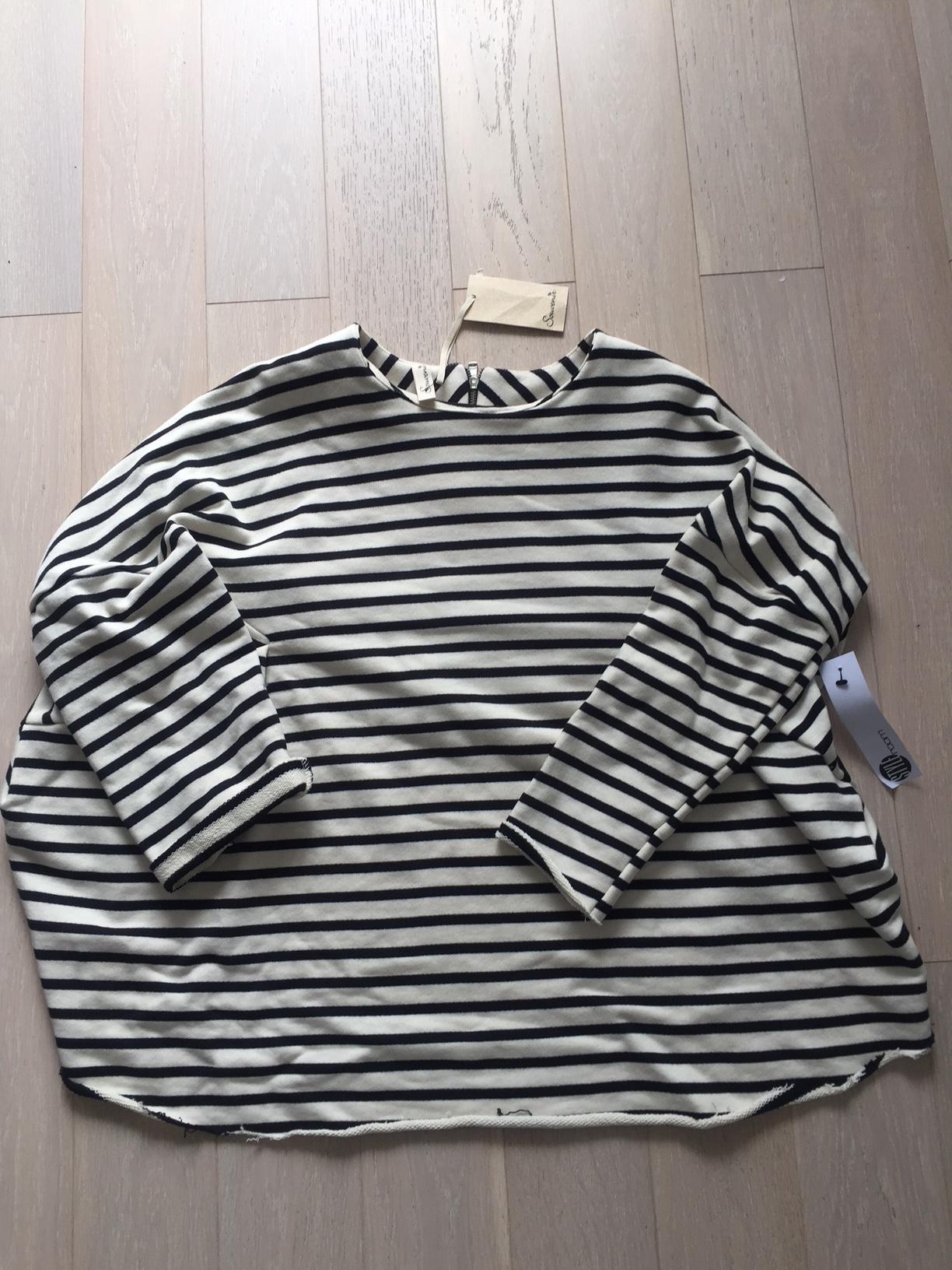 Sweatshirt von Souvenir