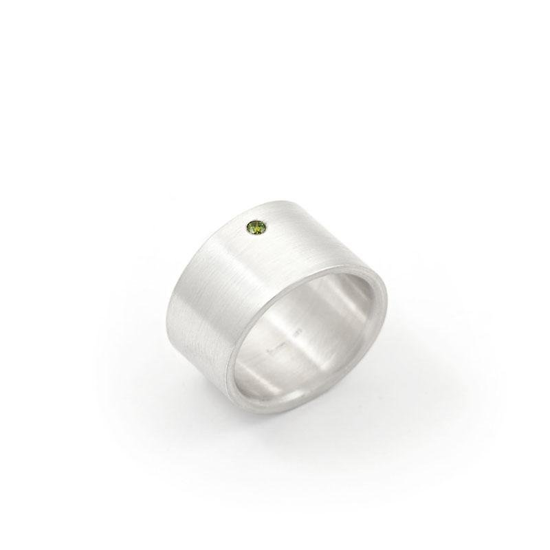 breiter Ring mit grünem Brillant Silber CARO