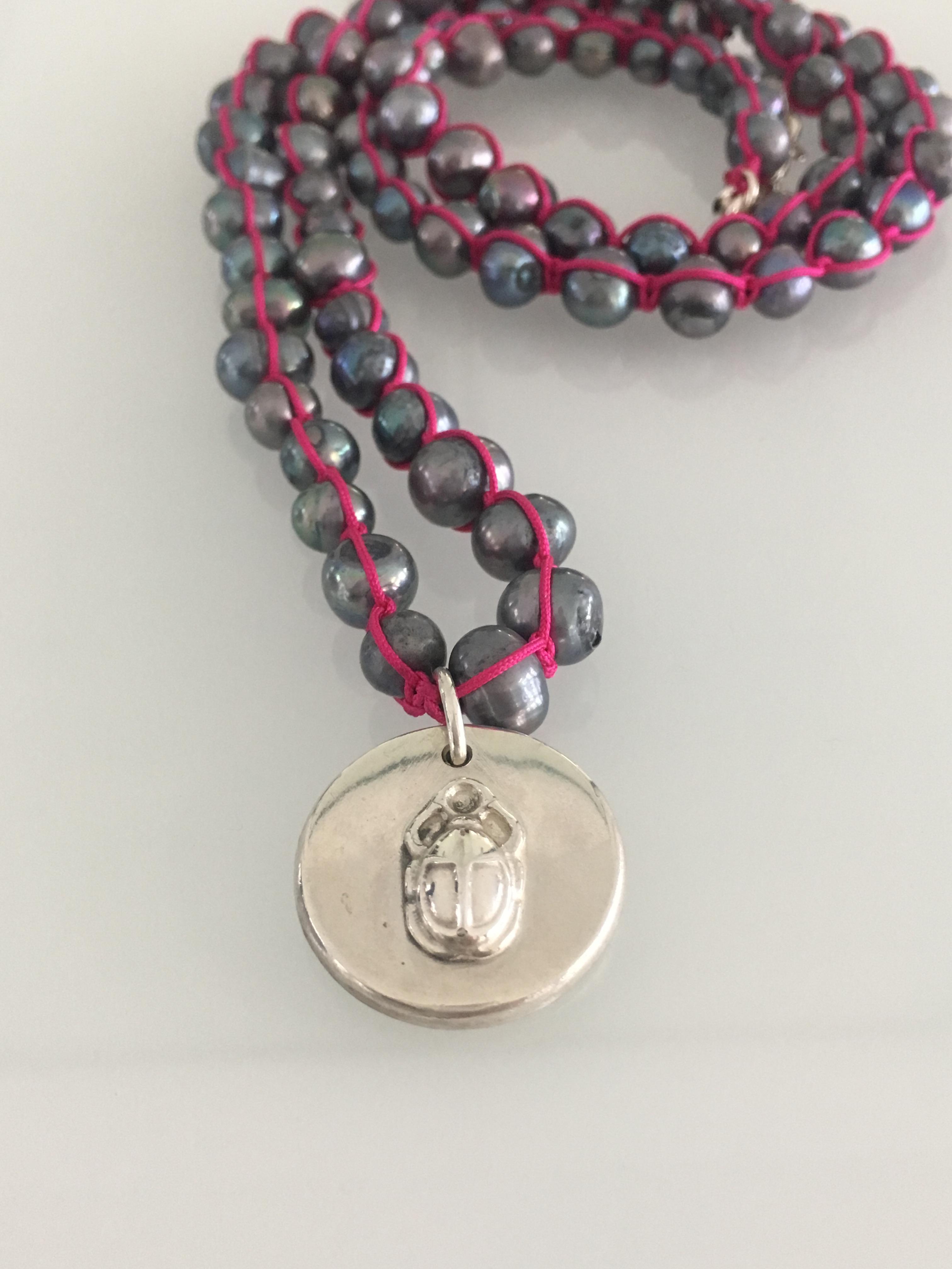 Perlenkette aus Süßwasserperlen mit Scarabaeus-...