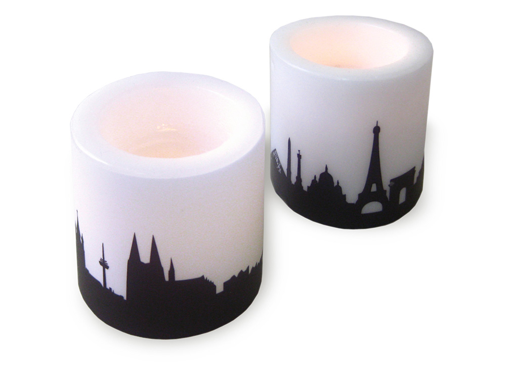 Zwei Kerzen mit KÖLN Skylineprint in pflaume