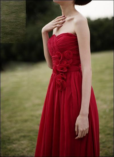 Romantisches Hochzeitskleid aus Chiffon mit Blüten
